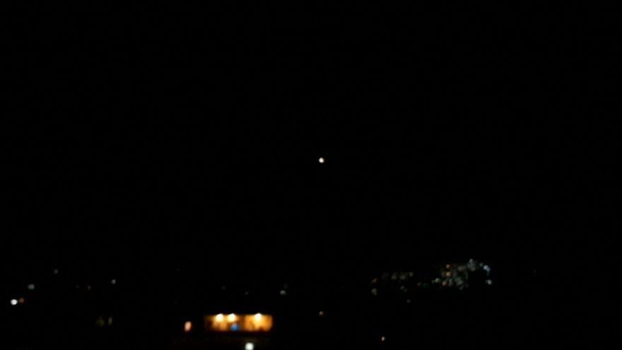 شاهد: الدفاعات الجوية تتصدى لمقذوفات قادمة من الأراضي التي تحتلها إسرائيل