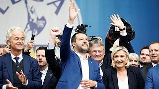 Comício antieuropa em cidade dividida por Matteo Salvini