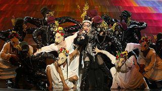 مادونا خلال عرضها في مسابقة يوروفيجن