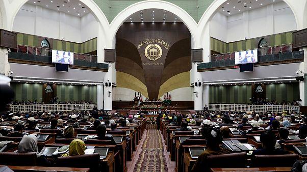تنش در پارلمان افغانستان؛ زنان مانع از برگزاری جلسه به ریاست رحمانی شدند