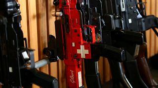 En Suisse, les électeurs disent oui au durcissement de la législation sur les armes