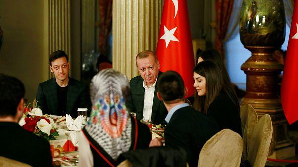 Beste Freunde? Özil wieder bei Erdogan