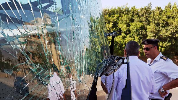 Взрыв рядом с туристическим автобусом