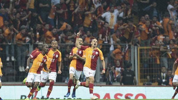 Galatasaray, Başakşehir'i 2-1 yenerek Süper Lig 2018-2019 sezonu şampiyonu oldu