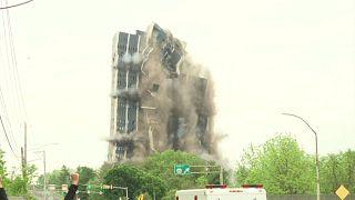 ویدئو؛ آسمانخراش ۲۱ طبقه در آمریکا با انفجار کنترل شده فروریخت