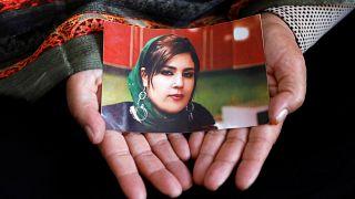 زنان شاغل افغان در معرض خطر؛ قاتلان مینه منگل همچنان فراری هستند