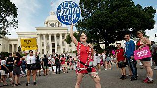 Az új abortusztörvény ellen tüntettek