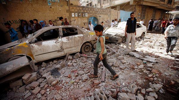 Yemen'de Suudi Arabistan tarafından vurulan sokak