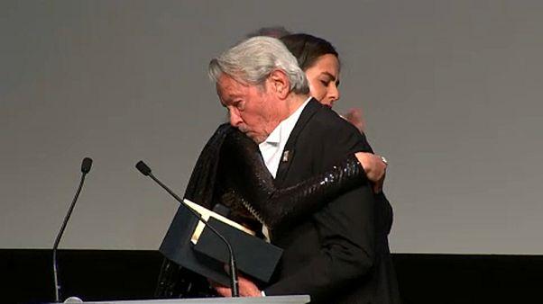 Életműdíjat kapott Alain Delon