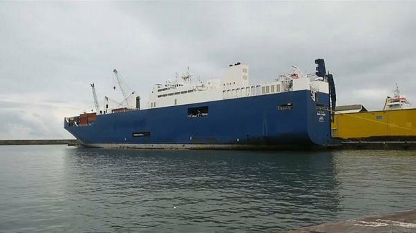 È attraccato a Genova il cargo saudita carico di armi: portuali in sciopero