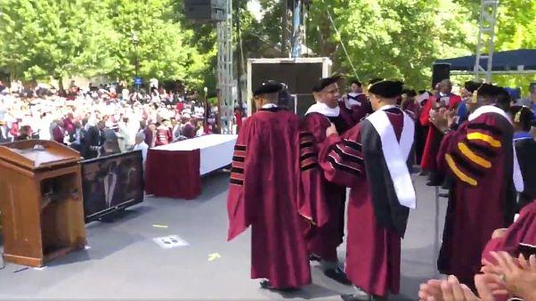 ABD'li milyarder 400 mezunun öğrenci borcunu ödeme sözü verdi