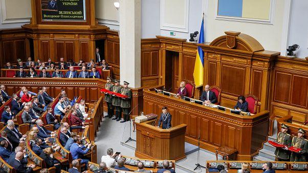 الرئيس الأوكراني يؤدي اليمين الدستورية ويعلن حل البرلمان