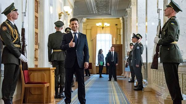 Letette a hivatali esküt az új ukrán államfő, percekkel ezután lemondott a kormányfő