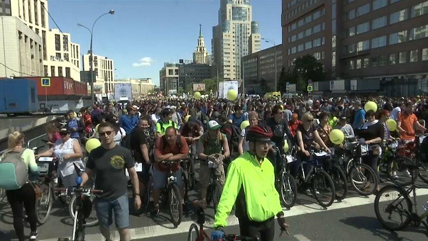 ویدئو؛ بیش از۴۰ هزار نفر در جشنوراه دوچرخهسواری مسکو