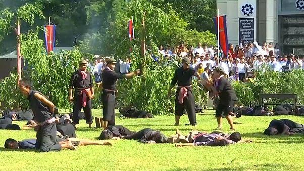 شاهد: محاكاة لذكرى مقتل مليوني شخص على أيدي الخمير الحمر بكمبوديا