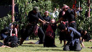 Kamboçya soykırımının 40'ıncı yıl dönümü törenlerinde katliam canlandırıldı