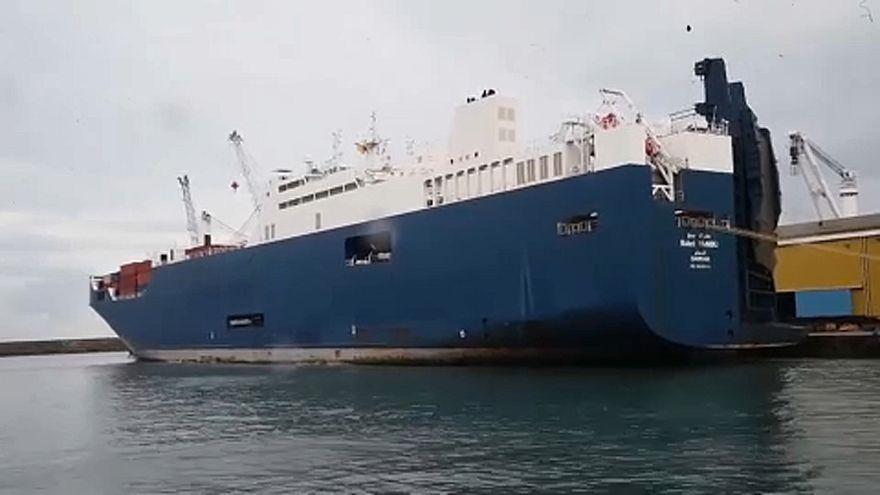 احتجاجاً على حرب اليمن.. اتحادات عمّالية إيطاليّة ترفضُ تحميلَ سفينة سعودية في ميناء جنوة