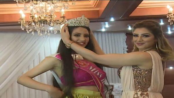 شاهد: تتويج ملكة جمال الورد في أريانة التونسية