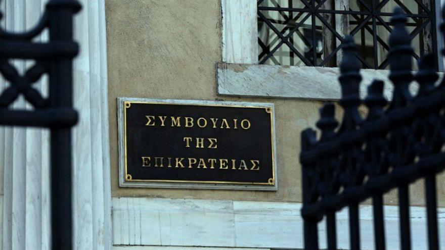 ΣΤΕ: Συνταγματική η κατάργηση των δώρων των δημοσίων υπαλλήλων