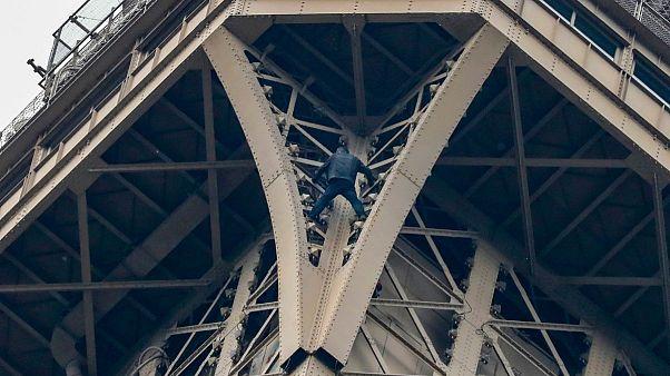 تلاش برای صعود از برج ایفل در پاریس منجر به تخلیه آن شد