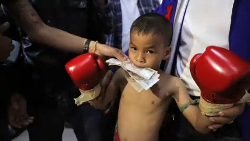 Thaiföldi gyerekek ezrei bokszolnak, hogy kitörjenek a szegénységből