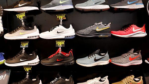 """""""نايكي"""" وعشرات شركات الأحذية تدعو ترامب إلى استثناء منتجاتها من التعريفات الجمركية"""