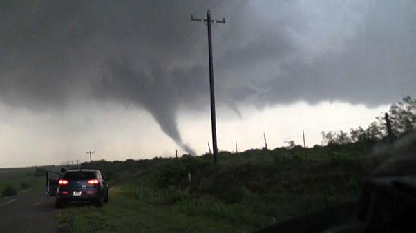 شاهد: أعاصير تجتاح تكساس وأوكلاهوما هي الأقوى منذ سنوات