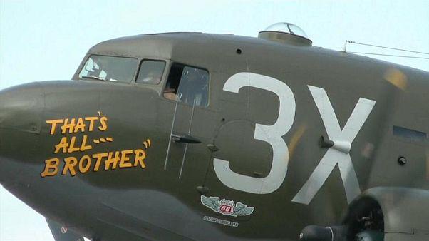 عودة أول طائرة إنزال للجنود الأمريكيين في الحرب العالمية الثانية إلى أوروبا
