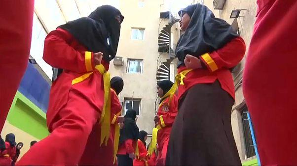 مصريات يتعلمن فنونا قتالية إندونيسية للدفاع عن أنفسهن من المتحرشين