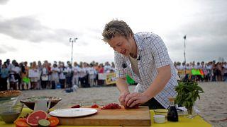 Jamie Oliver egy floridai strandon főz