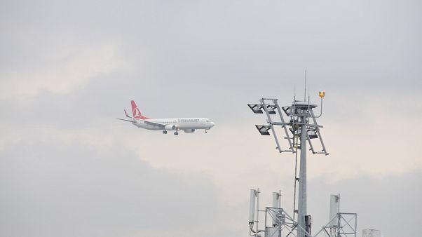 İstanbul Havalimanı'nda kaza: THY uçağı elektrik direğine çarptı