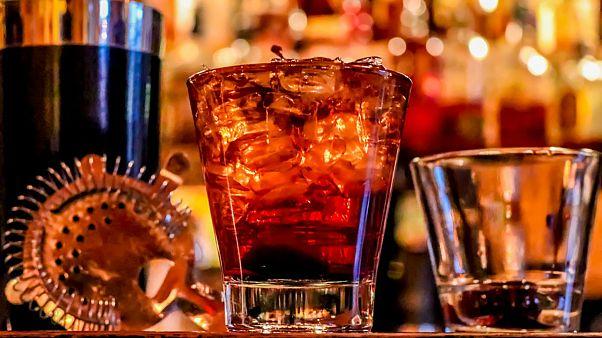آیا افراد باهوش بیشتر الکل مینوشند؟ دانشمندان پاسخ میدهند