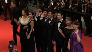 Ötperces ováció Bong Joon-ho komédia-thrillerének Cannes-ban