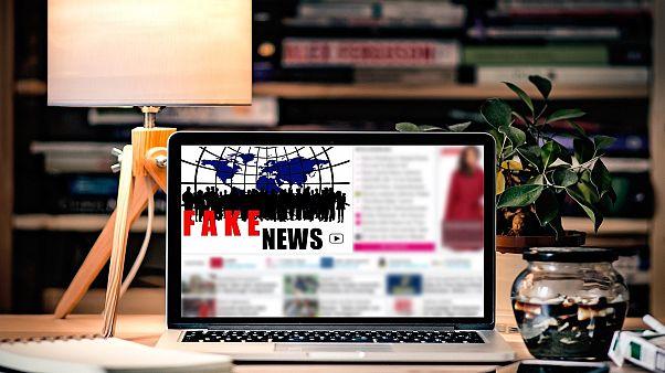 Αvaaz: Περισσότερες από 500 σελίδες στο Facebook διασπείρουν fake news και μίσος