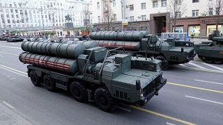 عرض عسكري لأنظمة الدفاع الروسية إس-400