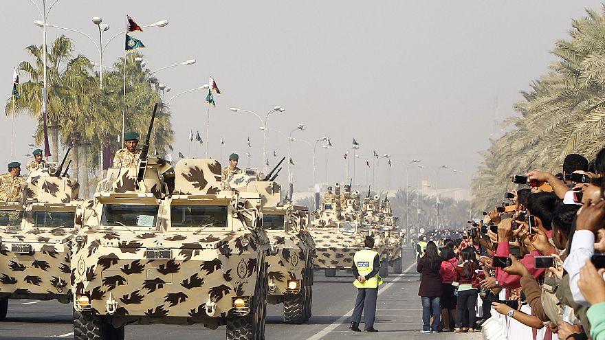 دبابات تابعة للجيش القطري خلال عرض عسكري احتفالا باليوم الوطني القطري
