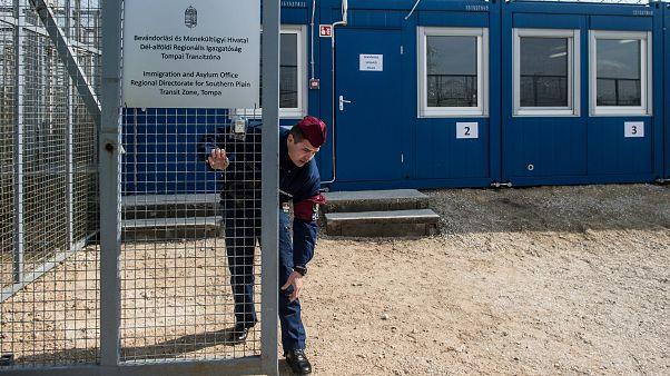Helsinki Bizottság: három napig nem adtak enni két cukorbeteg idős embernek a tranzitzónában