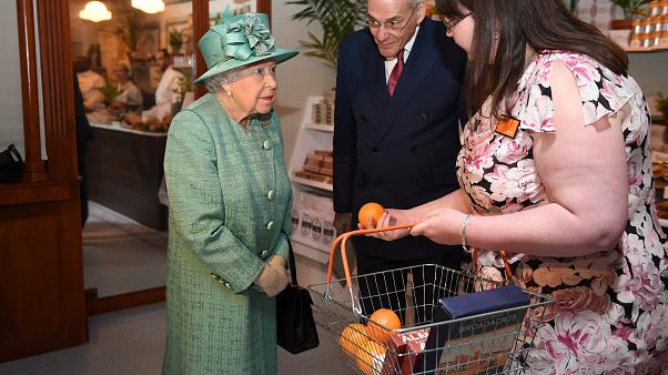 Watch: Security conscious Queen Elizabeth asks if automatic checkouts can be 'diddled'