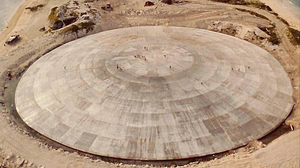 صورة من ويكيبيديا لقبة رونيت التي يبلغ قطرها 100 كتر تقريبا