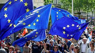 ¿Cuáles son los grupos políticos europeos y qué Unión Europea proponen?