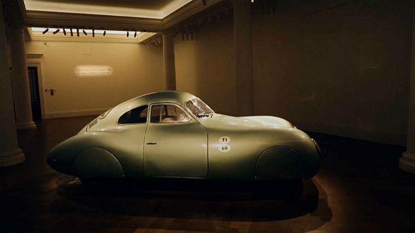 Video   Dünyanın ilk Porsche logolu otomobili açık artırmaya çıkıyor