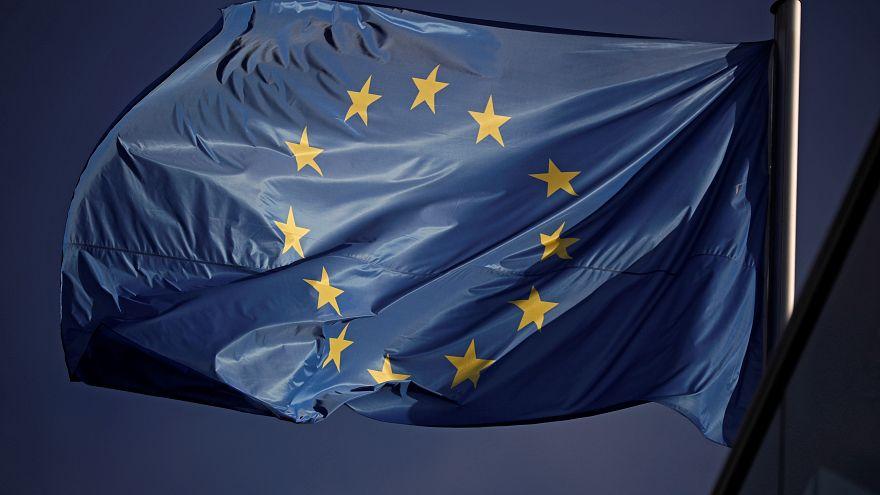 علم الاتحاد الأوروبي أمام مقر حزب سياسي في برلين