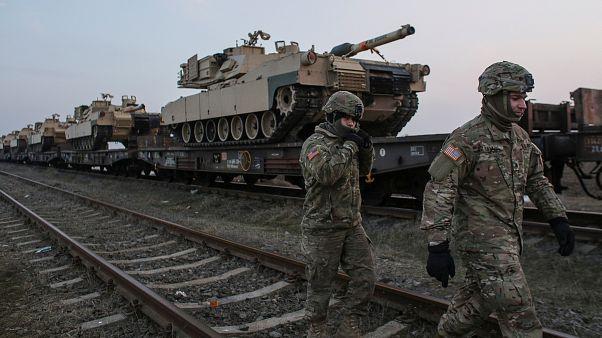 صورة لجنديين أميركيين من قاعدة جوية في رومانيا