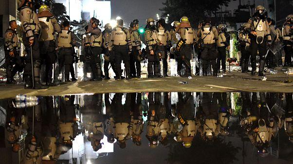 ليلة ثانية من العنف في إندونيسيا والشرطة تقبض على شخصين بايعا داعش