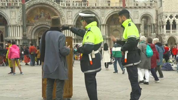 Venezia: Banksy cacciato dai vigili