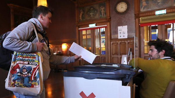Ευρωεκλογές: Άνοιξαν οι κάλπες σε Ολλανδία και Βρετανία