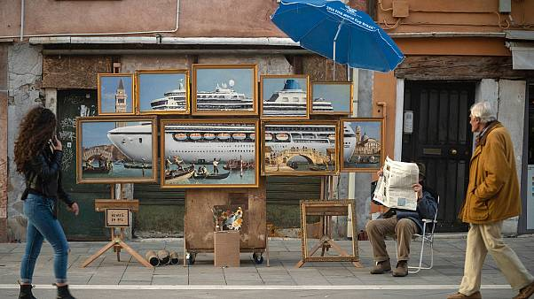 Banksy'nin Venedik'te izinsiz kurduğu resim tezgahı