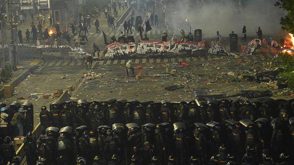 Represión policial en Indonesia