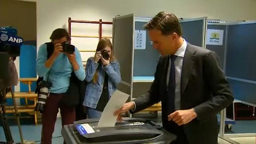 Elezioni europee: leader olandesi al voto