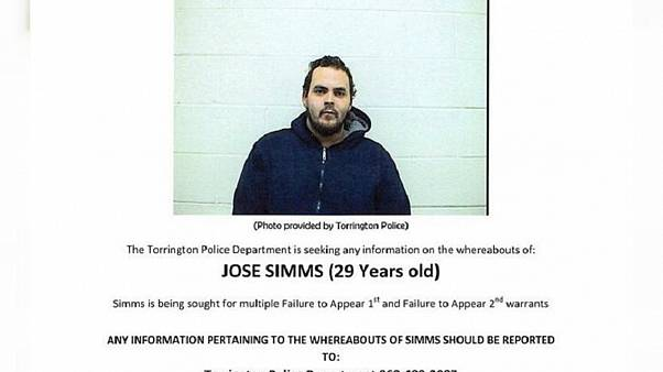 فراری آمریکایی به پلیس: در فیسبوک لایک بگیرم تسلیم میشوم